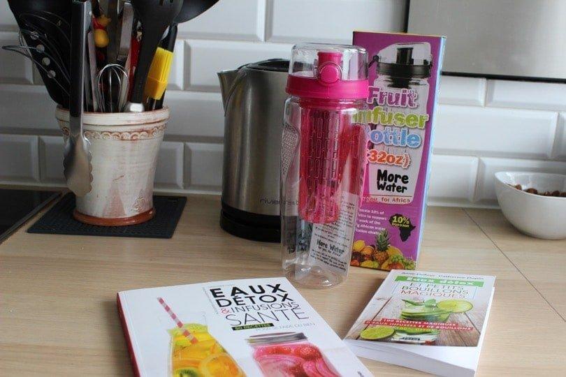 infuseur et livres de recettes pour les eaux infusées
