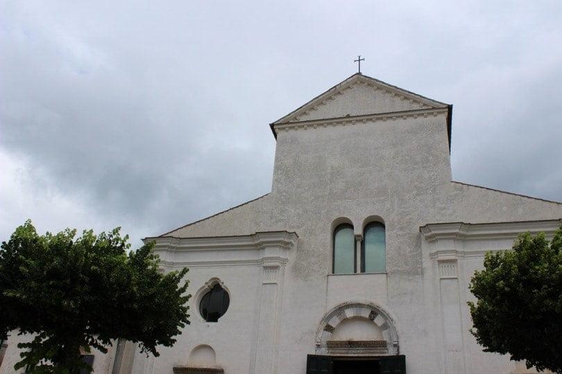 devant de l'église de Ravello