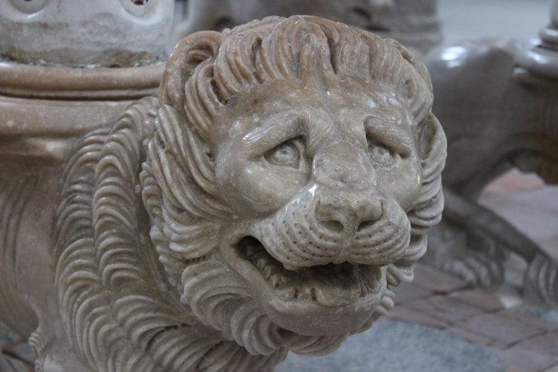 lion de la chaire de l'église de Ravello