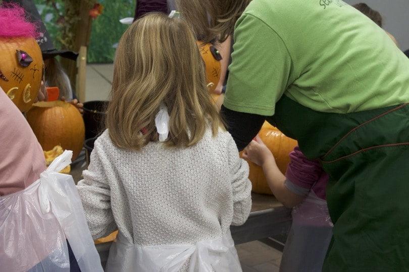 L'atelier de scultpure de citrouille d'halloween chez Truffaut avec les enfants