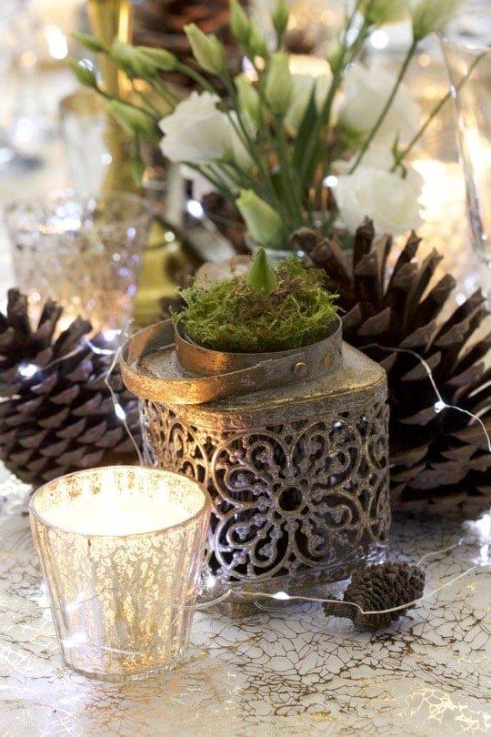 photophore doré et jacinthe pour une belle table de fêtes.