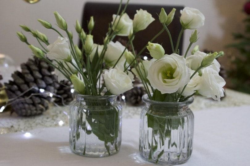 Bouquets de Lisianthus pour une belle table de fêtes