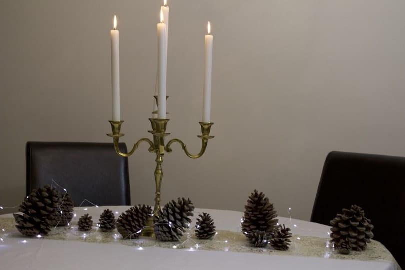 Préparation d'une table de fêtes