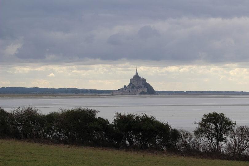 L'obscurité tombe sur le Mont Saint-Michel