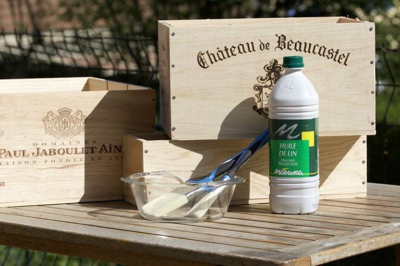 huile de lin pour protéger les caisses à vin pour notre petit jardin