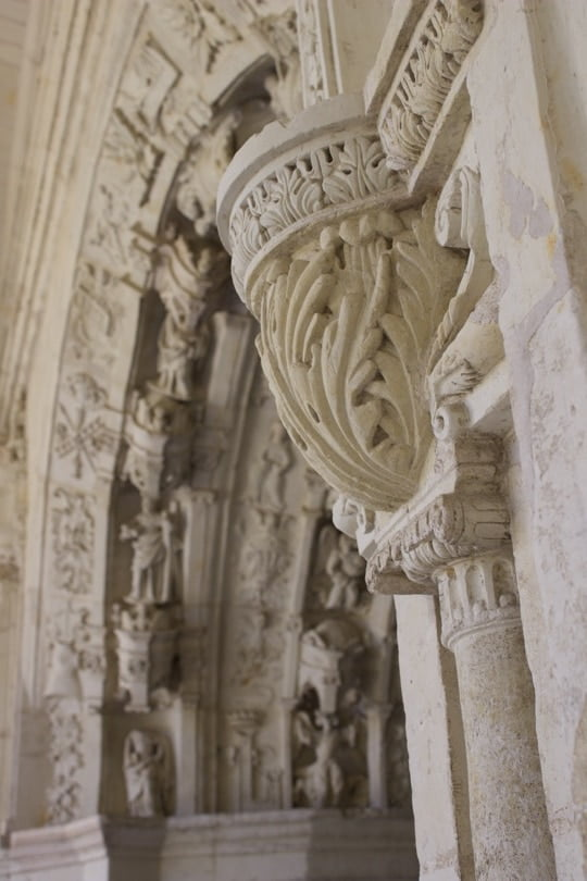 Grand-Moûtier, cloître de Fontevraud, sculpture