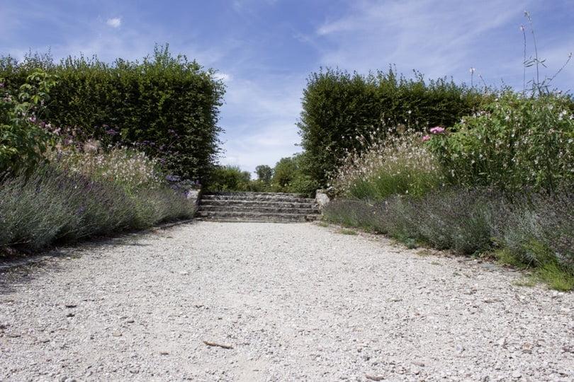 Escaliers du Jardin des Princes du château de Breteuil dans les Yvelines