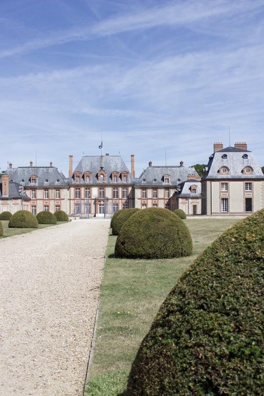 Avant-cour du château de Breteuil