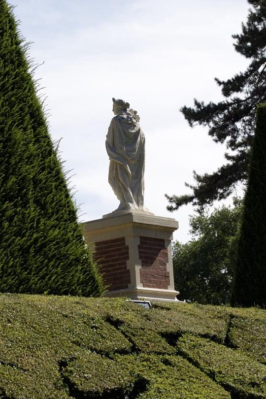 Mosaïque de buis et d'ifs du jardin à la française du château de Breteuil
