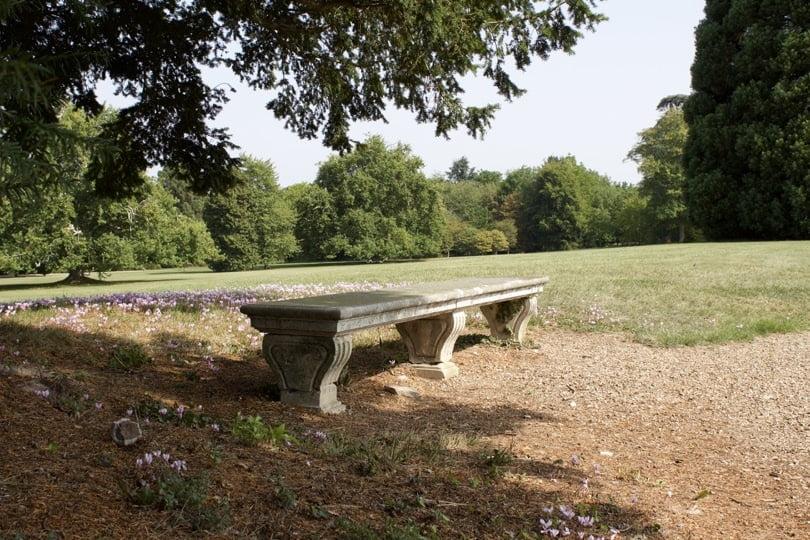 Banc du parc à l'anglaise du château de Bizy à vernon en Normandie