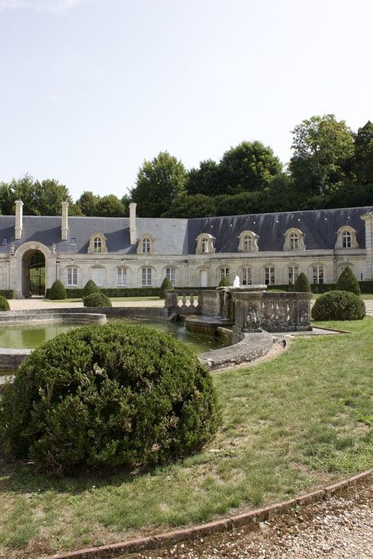 Cour d'honneur du château de Bizy