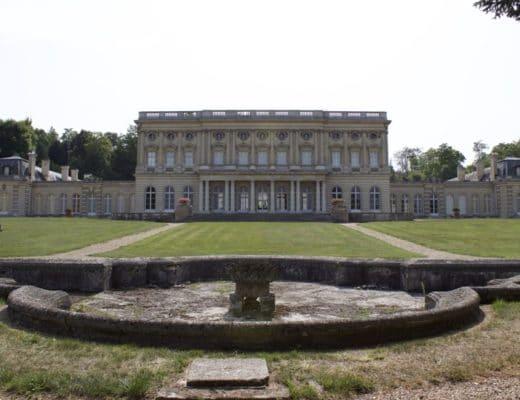 Façade sud du château de Bizy
