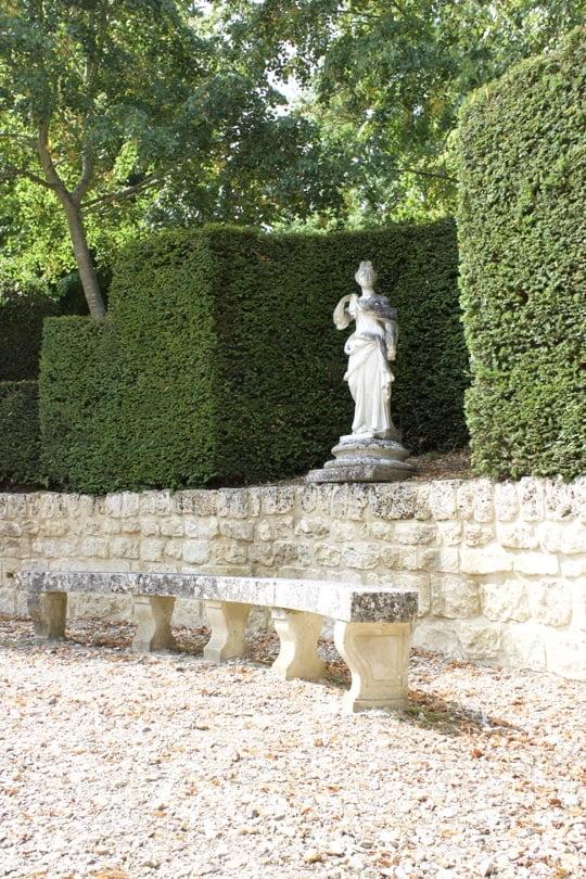 Statue vers le jardin à la française du château de Bizy à Vernon en Normandie