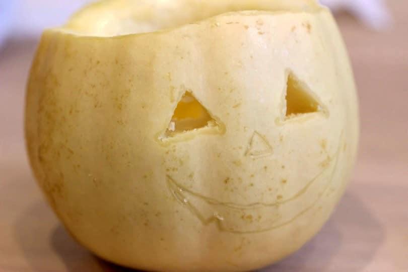 Préparation des mini lanternes effrayantes pour Halloween