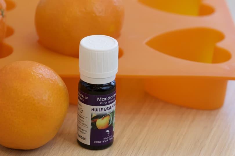 Huile essentielle de mandarine pour des savons home-made pour des porte-noms originaux