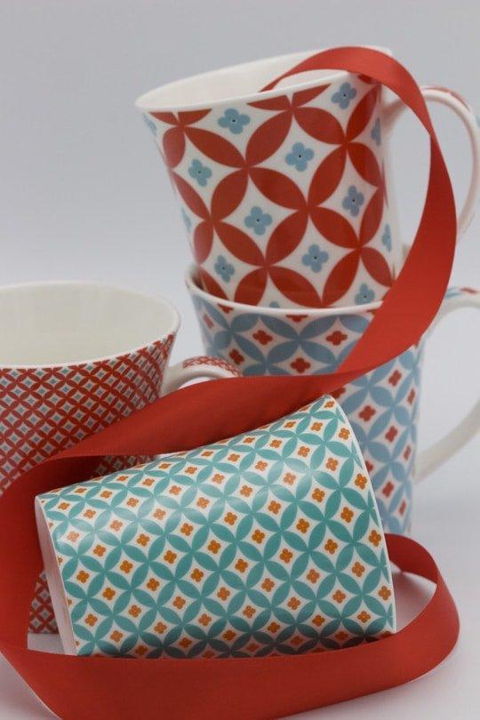 Offrir des tasses pour accompagner le thé