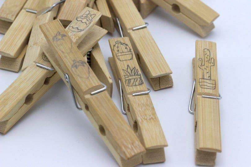 Réaliser des croquis avant de personnaliser des pinces en bois