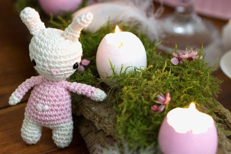 Un Lapin tout doux pou une jolie table pour Pâques.