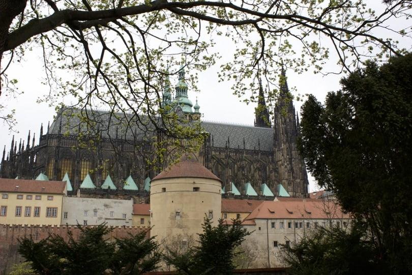Cathédrale St Guy vue depuis le jardin royal à Prague