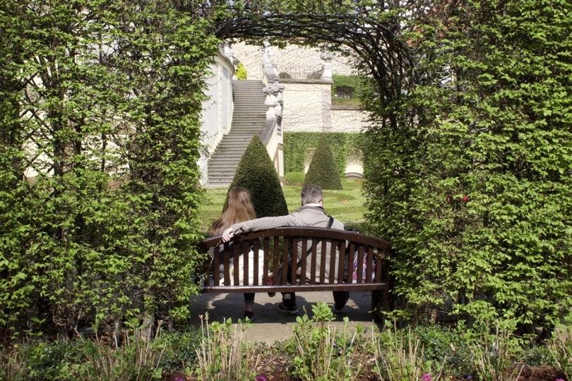 Pose dans le jardin Vrtba à Prague