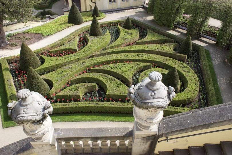 Vue depuis le belvédère du jardin de Vrtba à Prague