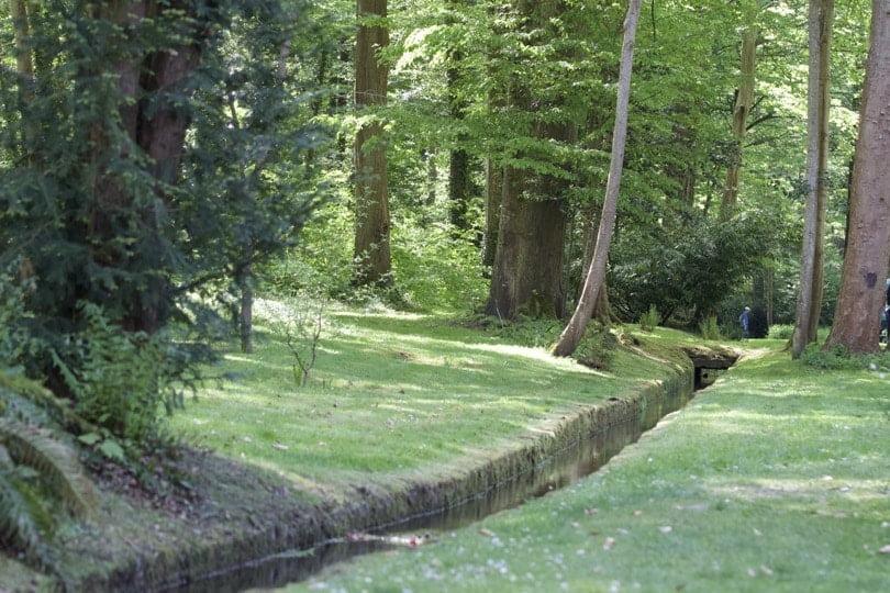 Chemin d'eau jusqu'au Dôme du château de Courances