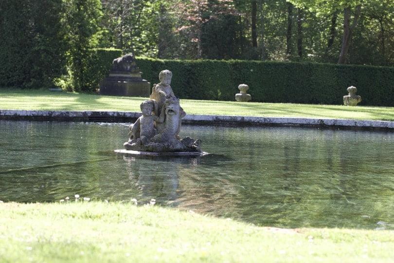 Pièce d'eau du Dauphin du château de Courances