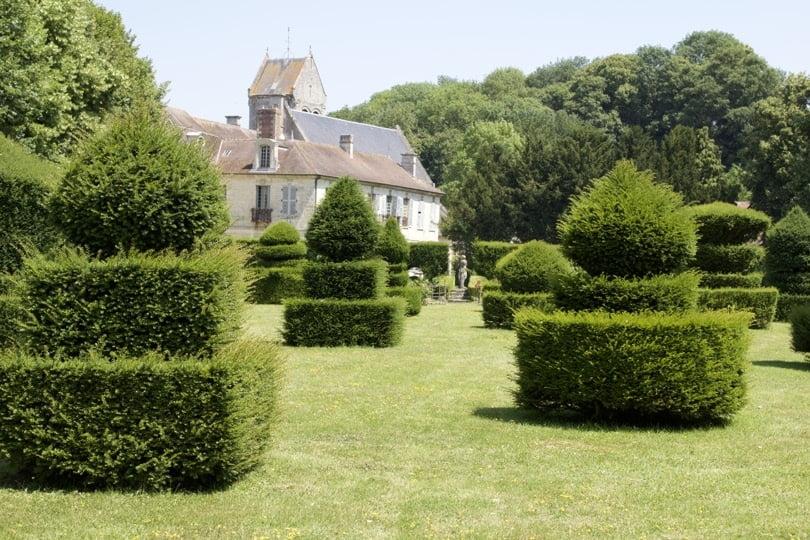 Échiquier du jardin du soleil du château d'Ambleville.
