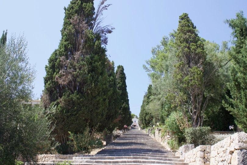Découvrir Majorque, visiter la ville de Pollença et ses marches montant à Calvari.