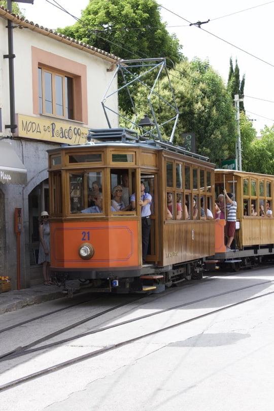 Découvrir Majorque avec le Tramway en bois à Sóller.