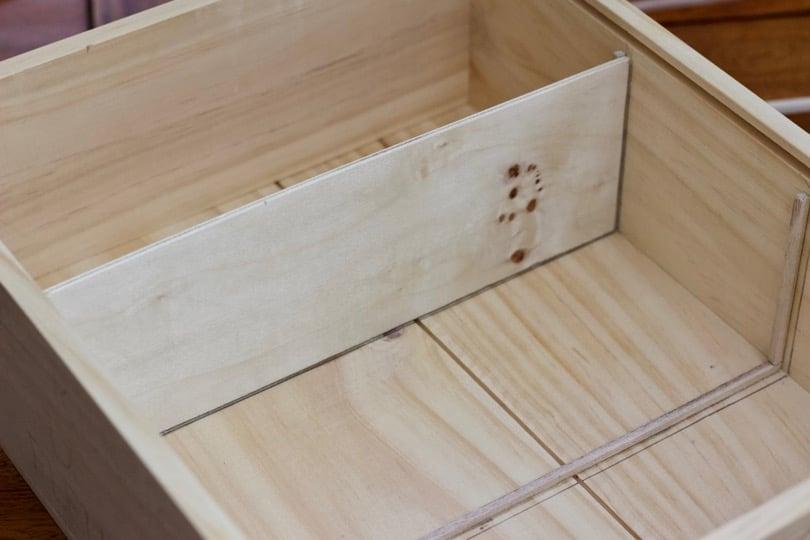 Lamelles de bois pour les cloisons de la boîte à graines