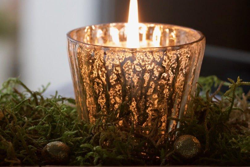 Allumer des bougies pour l'Avent