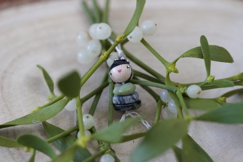 Une mini poupée porte-bonheur