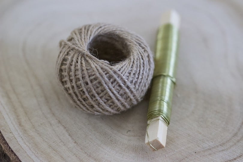 Ficelle et fil de fer doré
