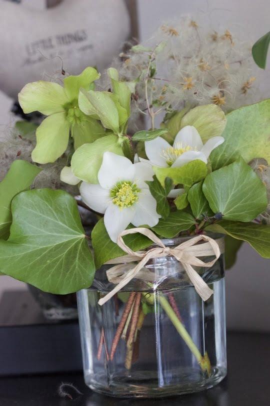 Un bouquet d'hiver avec du lierre du jardin