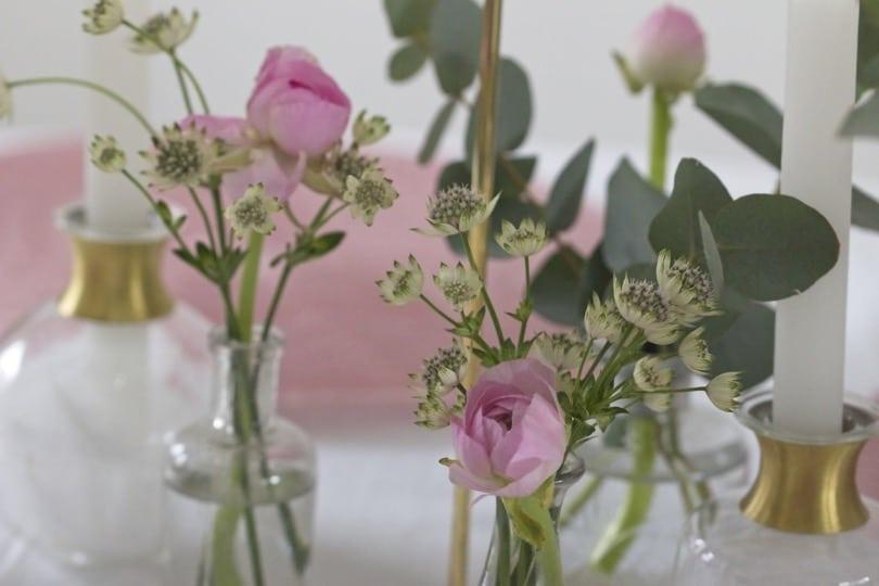 Des petits bouquets pour une jolie table pour la Saint-Valentin