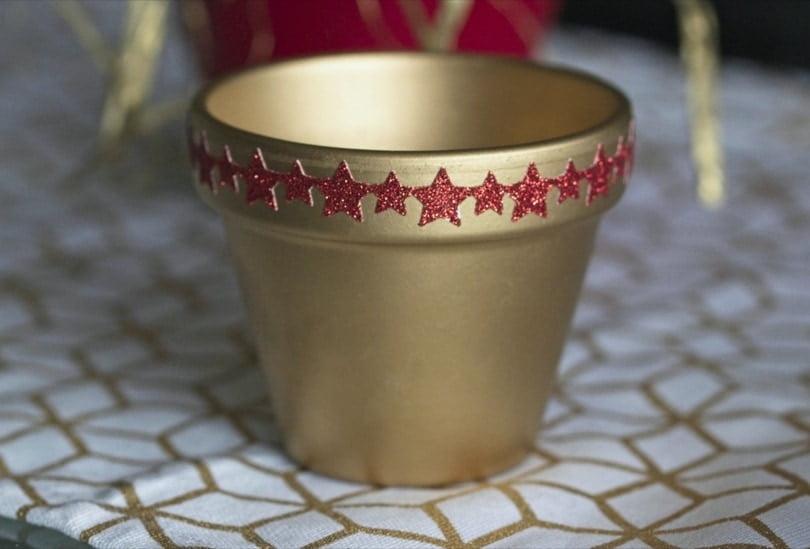 Masking tape sur pot en terre cuite