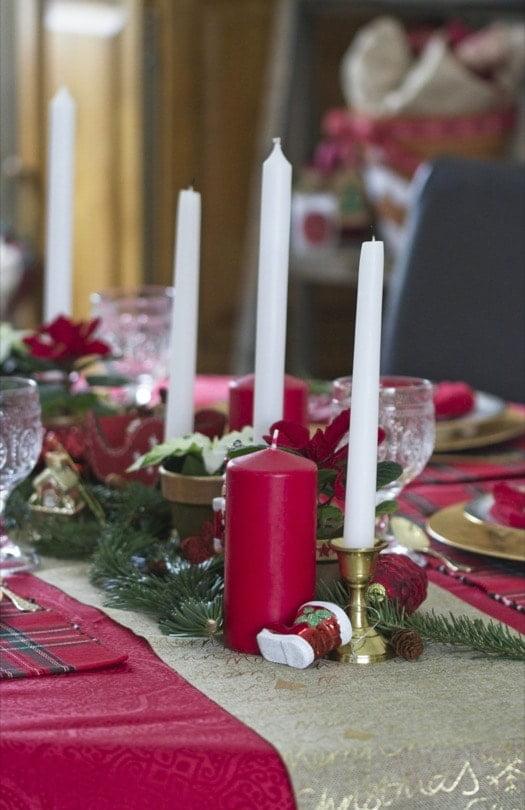 Des bougies pour la table de Noël