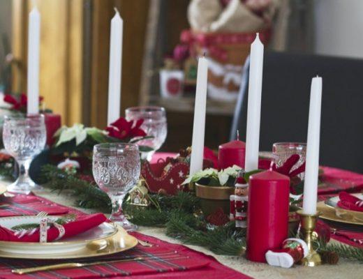 Une table de Noël aux couleurs traditionnelles