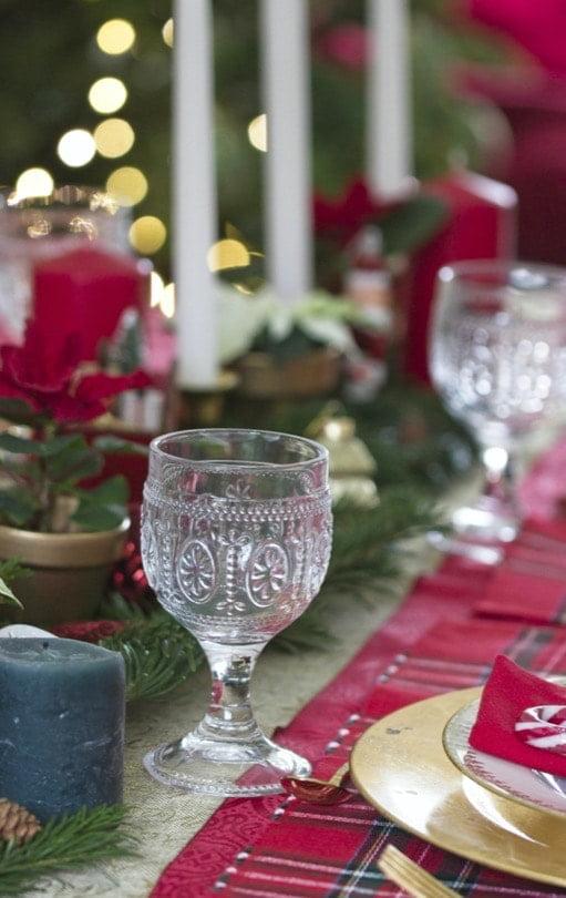 Verres un brin rustiques pour le réveillon de Noël.