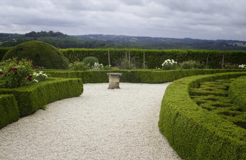 Jardin à la française dans le château de Hautefort