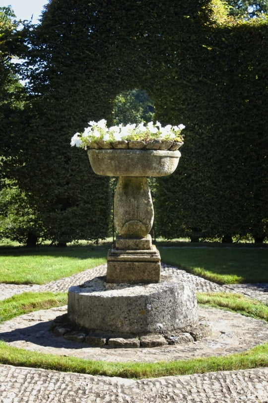 vasque fleurie des jardins d'Eyrignac
