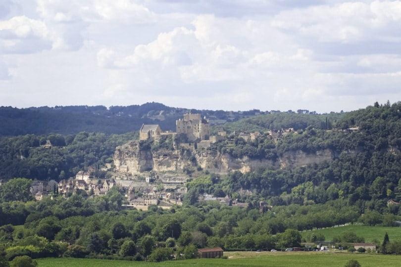 Vue depuis les jardins de Marqueyssac, château de Beynac