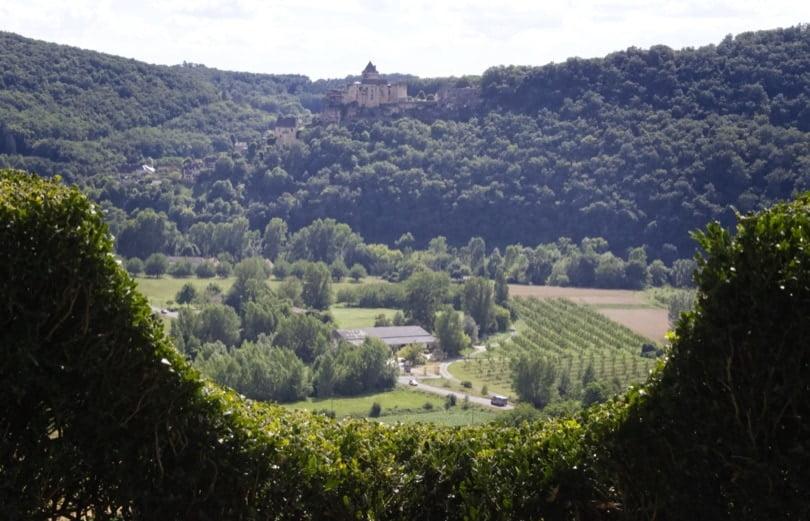 Vue depuis les jardins de Marqueyssac, château de Castelnaud